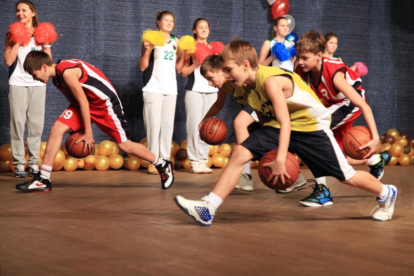 Занятия баскетболом со школьниками, начиная с нулевого уровня.